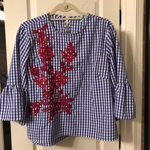 Karlie shirt, in excellent condition. Worn once